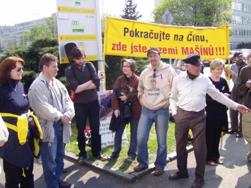 Foto: Praha 2005, Protest před hotelem Olympic